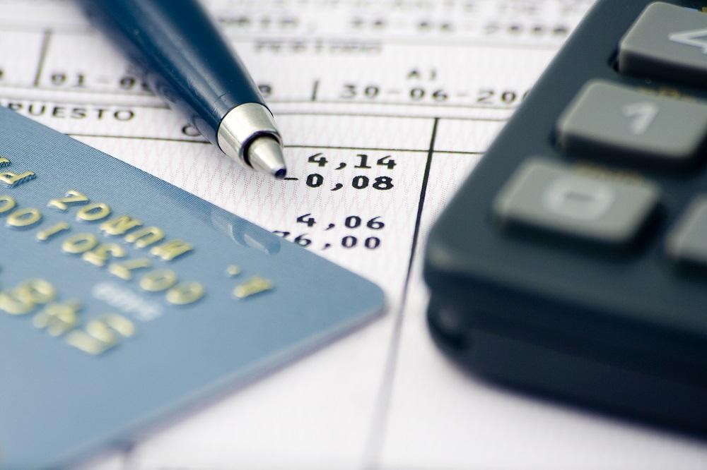 hoja de cuentas, apuntes, numeros, informes y datos económicos